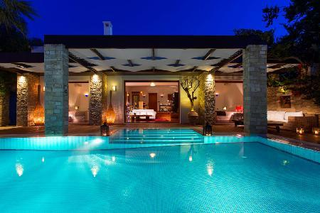 Chic Royal Spa Villa on serene private beach with tranquil heated pool- jetted tub - Image 1 - Tragaki - rentals