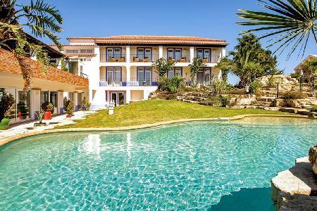 Villa Monte D'Oiro - Gorgeous villa minutes from Meia Praia beach with pool - Image 1 - Lagos - rentals