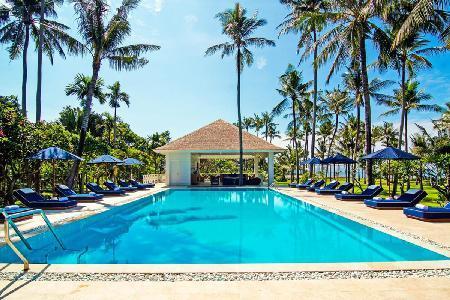 Beachfront on 4 acres of lush grounds Villa Gajah Putih- pool, tennis & staff - Image 1 - Canggu - rentals