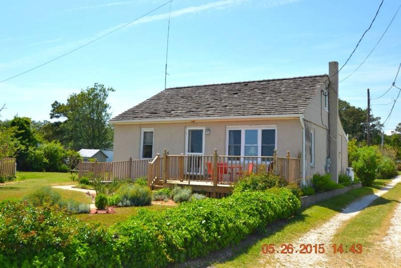 Clark Cottage - Image 1 - Chincoteague Island - rentals