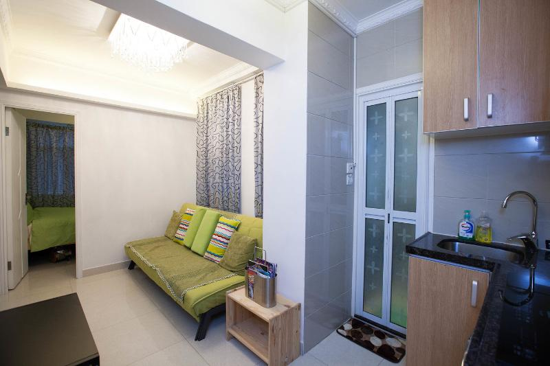 Living Room - 3 Bedroom Apt. Near Times Square - Hong Kong - rentals