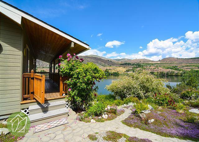Wapato Lake Waterfront Cottage - Image 1 - Manson - rentals