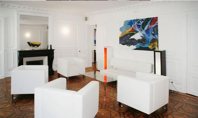 Opera 3 Bedroom with Balcony (4404) - Image 1 - Paris - rentals