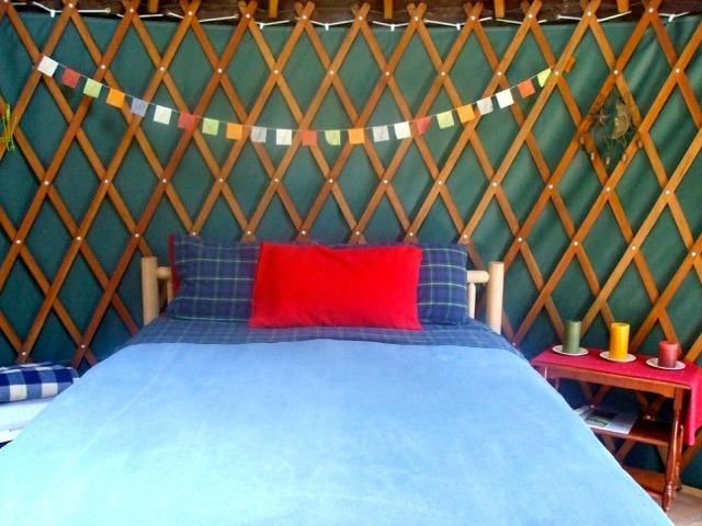 Brand new Queen bed in our 16 ft. yurt.. down comforter, wool blanket, flannel sheets, - Yurt on Orcas Island Horse Farm - Deer Harbor - rentals
