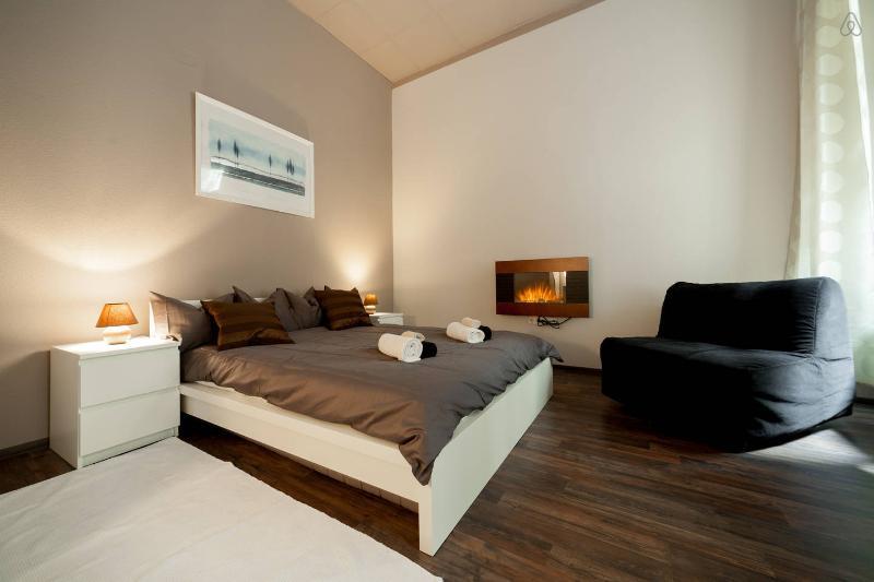 Bedroom - DEAK DESIGN FLAT: 8 GUESTS, A/C - Budapest - rentals