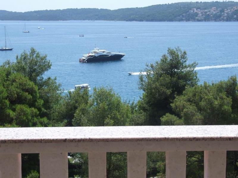 Comfortable  app  A3 (6+1) in Seget Donji,  Trogir - Image 1 - Seget Donji-Vranjic - rentals