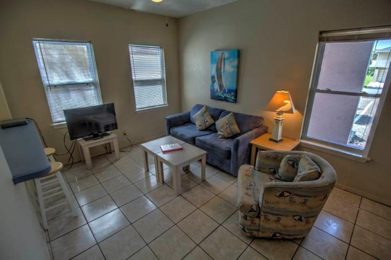 Less than a block to the beach! - Image 1 - South Padre Island - rentals