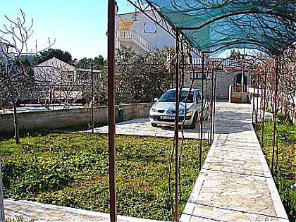 parking (house and surroundings) - 0306ROGO A2(4) - Rogoznica - Rogoznica - rentals