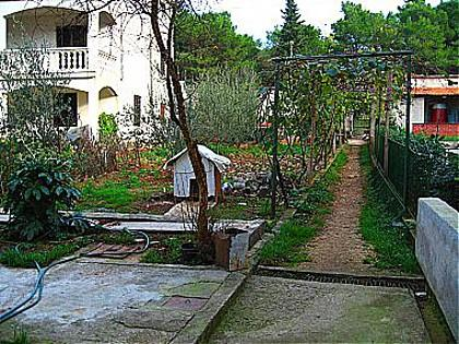 courtyard (house and surroundings) - 00705TURA A1(2+1) - Turanj - Turanj - rentals