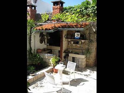 grill (house and surroundings) - 2475  A2(4) - Makarska - Makarska - rentals