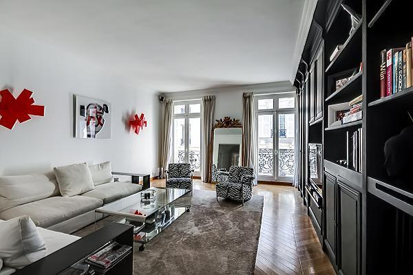 Bright and spacious living room - Fantastic Luxury Apartment at Champs Elysees Boetie - Paris - rentals