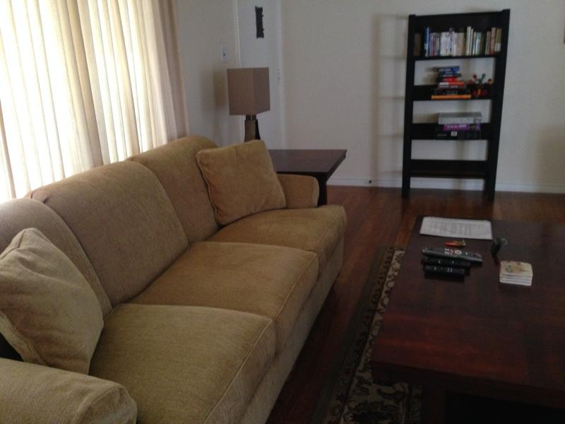 Living Room - Lovely 2 bedroom in the Heart of the Gourmet Ghett - Berkeley - rentals