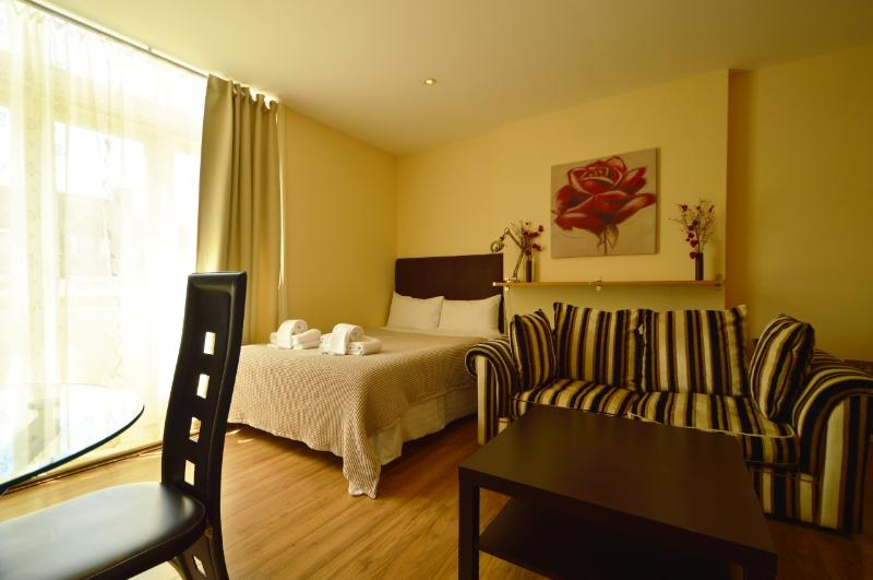 Farifield Apartments - Studio - 4 Guests - Image 1 - London - rentals