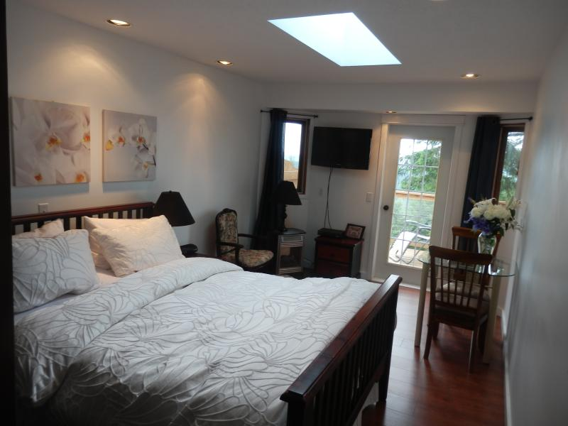 The Pine room  with private balcony and entrance - Armand Heights   Pine room - Salt Spring Island - rentals