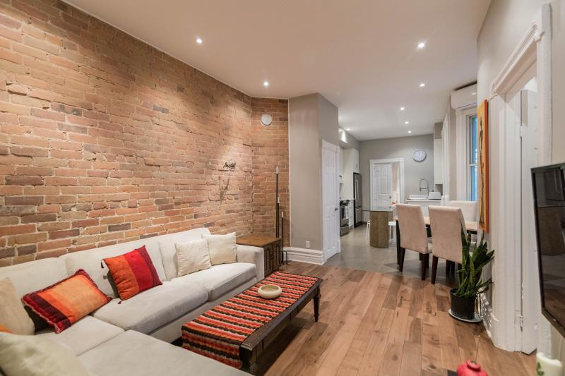 Open concept living - Renovated 3 + 1 Bedroom Plateau condo! - Montreal - rentals