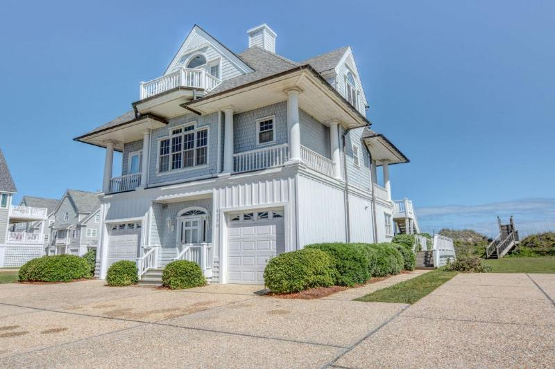 4230 Island Dr - Island Drive 4230 Oceanfront!   Internet, Community Pool, Jacuzzi, Fireplace - North Topsail Beach - rentals