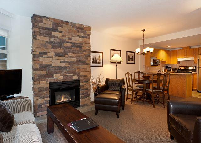 Open Concept Main Living Area - Woodrun Lodge 414 | 1 Bedroom + Den Ski-In/Ski-Out Condo with Shared Hot Tub - Whistler - rentals
