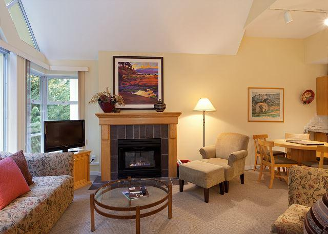 Living Area with Gas Fireplace, Flat Screen TV - Woodrun Lodge 612 | Upgraded 1 Bedroom + Den, Ski-in/Ski-Out , Shared Hot Tub - Whistler - rentals
