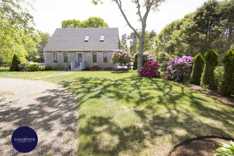 #7139 Vineyard beach house w/ wrap-around front deck - Image 1 - Edgartown - rentals
