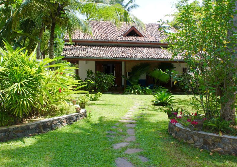 2 bedroom villa in Unawatuna - Image 1 - Unawatuna - rentals