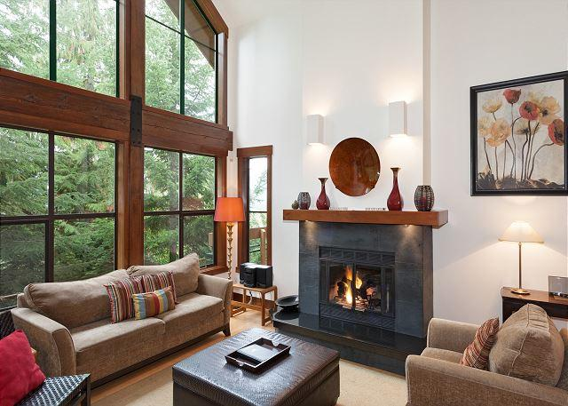 Living Room with Vaulted Ceilings and Gas Fireplace - Northern Lights #41 | Whistler Platinum | Gourmet Kitchen, Scenic Views - Whistler - rentals