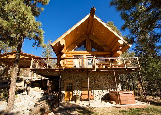 Bear Foot Lodge is an amazing luxurious 3 bedroom log home in Upper Canyon. - Image 1 - Ruidoso - rentals