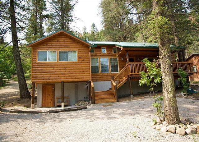 Chestnut Lodge is a lovely single level 4 bedroom 3 bath spacious cabin. - Image 1 - Ruidoso - rentals