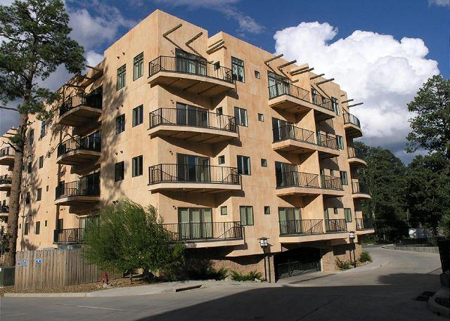 River Crossing #4103 offers a beautiful view and luxurious space throughout. - Image 1 - Ruidoso - rentals