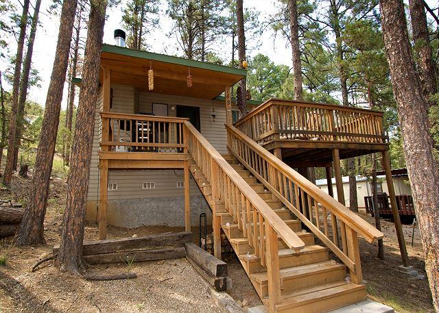 JD's Treehouse is a great two bedroom home with a hot tub and AC. - Image 1 - Ruidoso - rentals