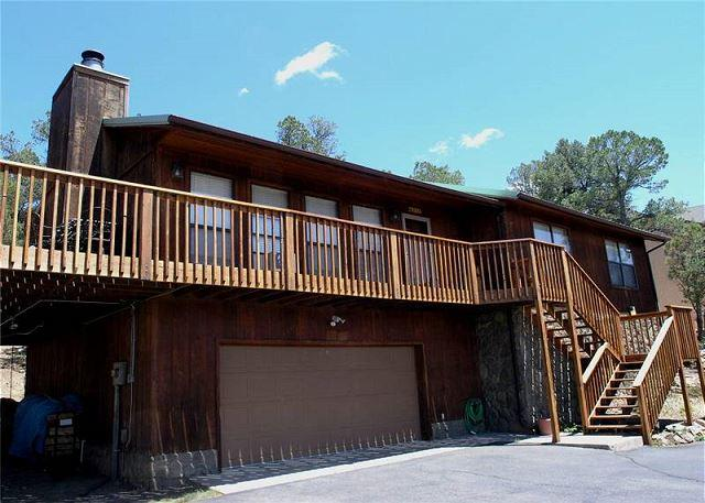 White Mountain Escape is a three bedroom with amazing panoramic views. - Image 1 - Ruidoso - rentals