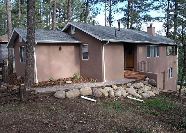 Bungalow is a cozy two bedroom walking distance of midtown shopping area. - Image 1 - Ruidoso - rentals