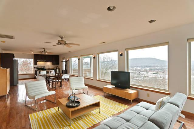 """""""City Overlook & Hideaway"""" above downtown Chatta - Image 1 - Chattanooga - rentals"""