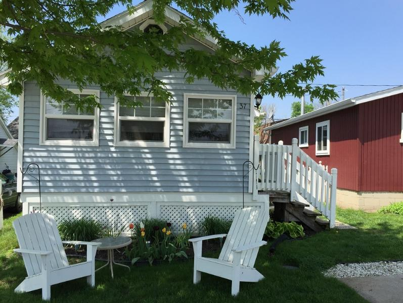 Two bedroom cottage, can accommodate 4 people comfortably but sleeps 6 - Just Steps to the Beach Vacation Rentals - Leamington - rentals