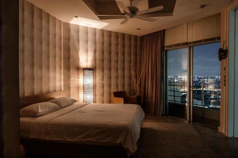 ForgetMeNot 2BR, by river, high outdoor sky living - Image 1 - Bangkok - rentals