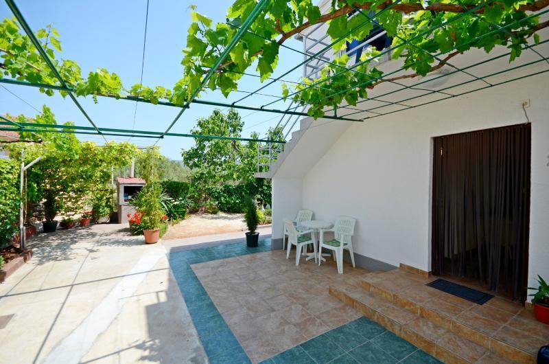 Apartments Jelka - 10151-A1 - Image 1 - Rogoznica - rentals