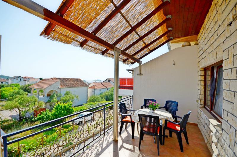 Apartments Ivan - 10171-A3 - Image 1 - Rogoznica - rentals