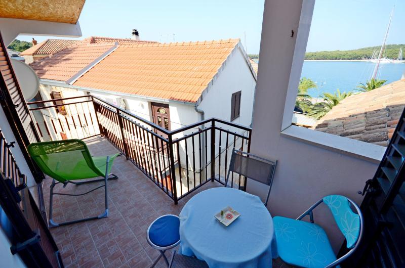 Apartment Vlatka - 26621-A1 - Image 1 - Rogoznica - rentals
