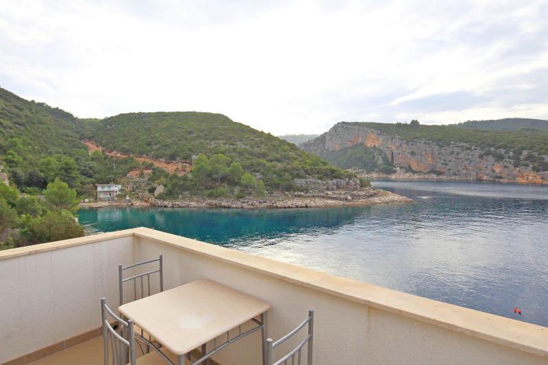 Apartments Igor - 44141-A5 - Image 1 - Gdinj - rentals