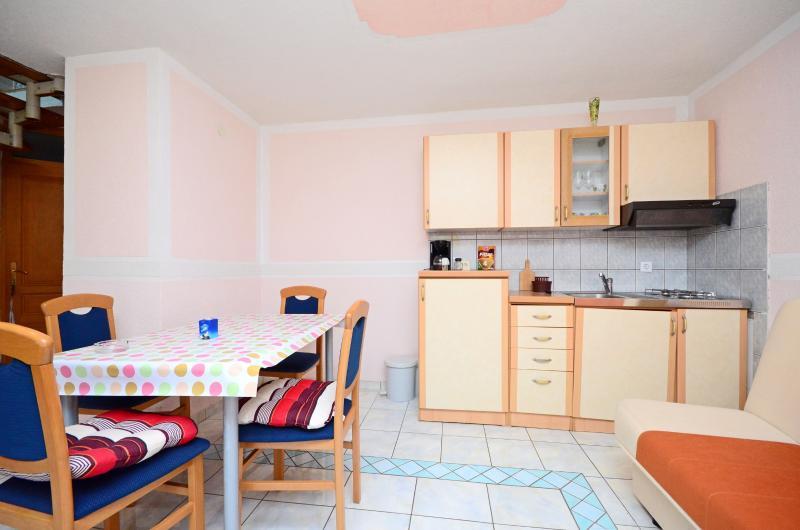 Apartments Manda - 74611-A3 - Image 1 - Fazana - rentals