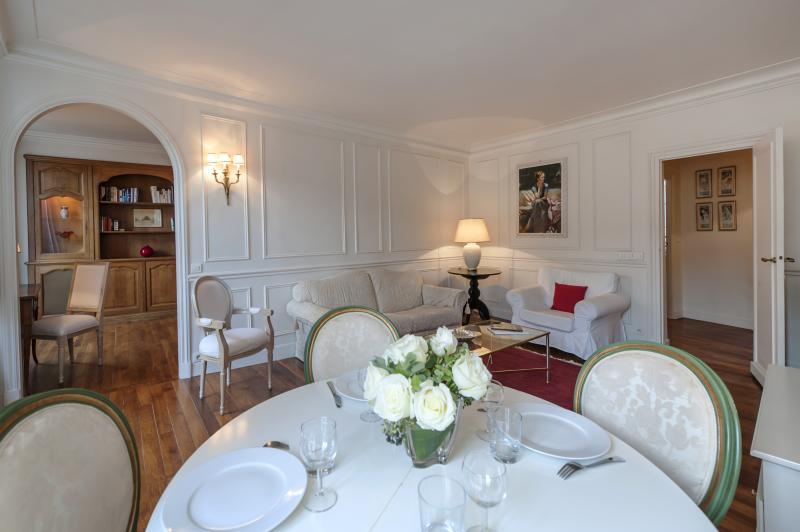 Apartment Richelieu holiday vacation apartment rental france, paris, 1st arrondissement, palais royal, louvre, holiday vacation apartment to - Image 1 - 1st Arrondissement Louvre - rentals