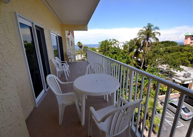 San Remo 303 - Spacious 2 Bedroom with Gulf View Balcony & Gulf Front Pool - Image 1 - Redington Shores - rentals