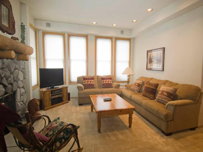 Ideal Condo with 2 Bedroom & 2 Bathroom in Mammoth Lakes (#879 Par Court) - Image 1 - Mammoth Lakes - rentals