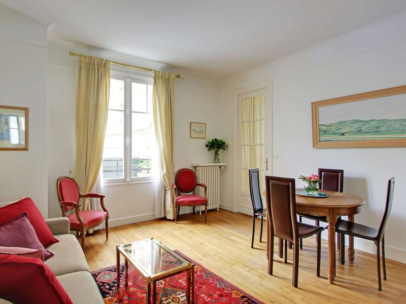 Sevres living room - Comfortable 1 Bedroom Apartment in Paris - Paris - rentals