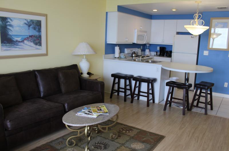 1BR OC Front, Tile & Hardwood floors, Free WIFI - Image 1 - Daytona Beach - rentals