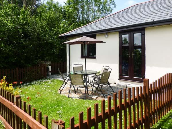 CAMPION COTTAGE family-friendly, shared use of swimming pool, children's play area near to beaches in Bude Ref 19587 - Image 1 - Bude - rentals