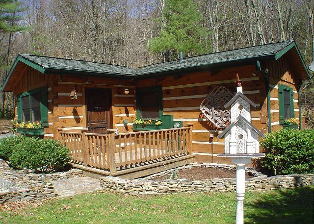 """""""CREEKSONG"""" Darling Cabin with Outdoor Fireplace, Bubbling Hot Tub & WiFi! - Image 1 - Fleetwood - rentals"""