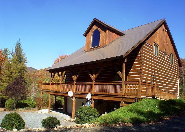 """APPALACHIAN ADVENTURES"" Log Home Near Boone, Blue Ridge Pkwy-Hot Tub & WiFi! - Image 1 - Deep Gap - rentals"