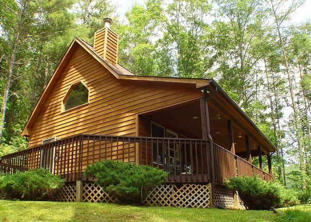 """SPRUCE RIDGE"" Comfy cabin with fireplace between West Jefferson & Boone. - Image 1 - Fleetwood - rentals"