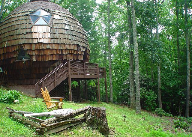 """UNFORGETTABLE"" Geodesic Dome On 40 Private Acres W/Bubbling Hot Tub & Pond! - Image 1 - Grassy Creek - rentals"