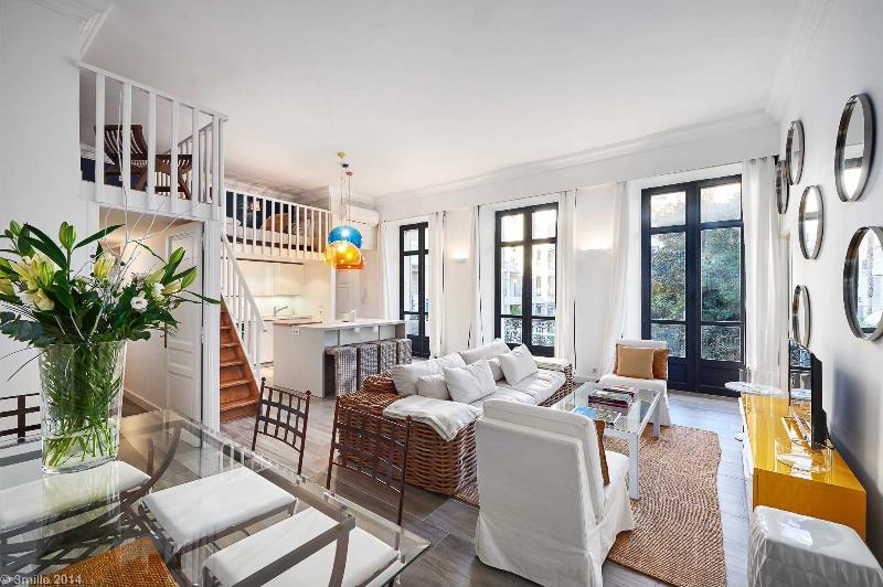 French elegance, 2 bed 3 bath, minutes from beach - Image 1 - Cannes - rentals